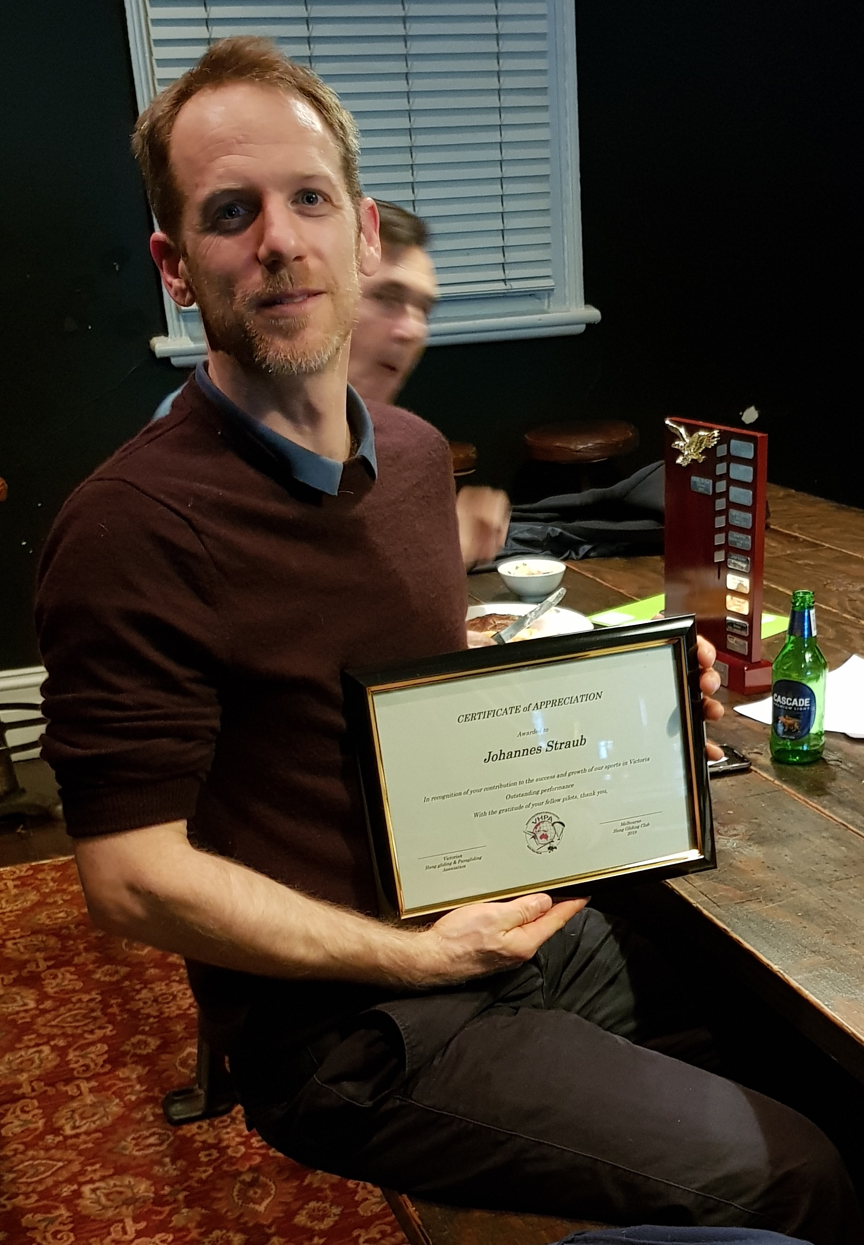 Johannes Straub receives an award from VHPA